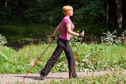 техника скандинавской ходьбы с палками инструкция для пожилых видео - фото 9